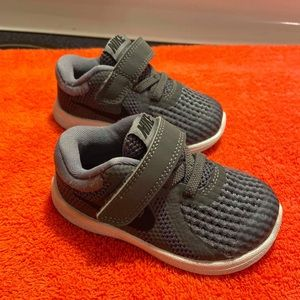 Toddler Nike Shoes Size 5!